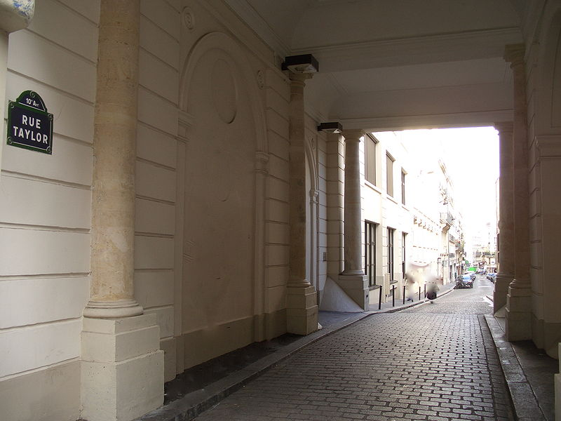 Fichier:RueTaylorportique.jpg