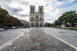 Image illustrative de l'article Parvis Notre-Dame - place Jean-Paul-II