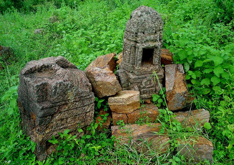File:Ruined Buddhist Reliefs at Thotlakonda.JPG