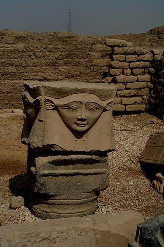 Hathor 330px-S_F-E-CAMERON_EGYPT_2006_DENDERA_01389