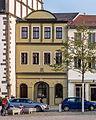 """Saalfeld Markt 2 Wohn-und Geschäftshaus Bestandteil Denkmalensemble """"Stadtkern Saalfeld-Saale"""".jpg"""