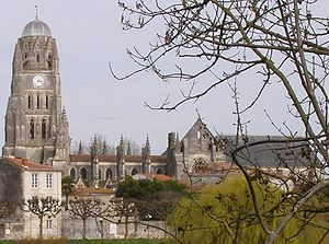 Ancient Diocese of Saintes - The cathedral, showing rebuilt parts and unreconstructed crossing