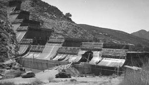 San Vicente Dam - San Vicente Dam under construction in 1942