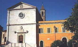 San Pietro in Montorio - Facade of San Pietro in Montorio, with entrance to the cloister at right.