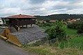 Santiago del Monte, horreo y población.jpg
