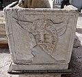 Sarcofago frammentario romano con artigiani al lavoro 02 acheloo.jpg