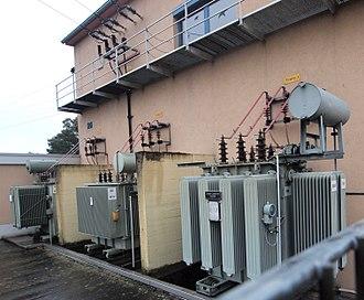 Bushing (electrical) - Image: Schwabenheim Kraftwerk Trafos