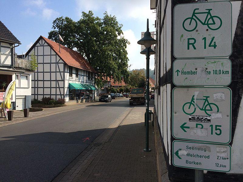 File:Schwalm-Efze-Weg Seenweg Frielendorf.JPG