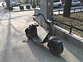 Scooter with big tires (44636020692).jpg