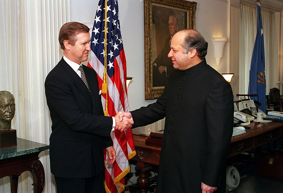 Sharif meets Cohen in 1998.jpg