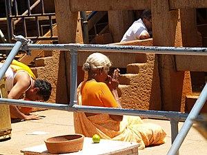 Śrāvaka (Jainism) - A Jain Śrāvika worshiping
