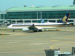 Singapore Airlines A330-300 9V-SSH at ICN (28416820016).jpg