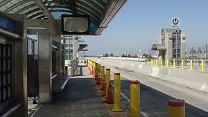 Slauson Avenue - Image: Slauson & 1 110 Metro Silver Line Station Picture 6
