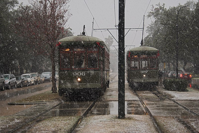 File:SnowyStreetcarsDsbNOLA2008.jpg