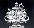 Soup bowl with cover (tazza con coperchio) MET SF-1975-1-997ab1.jpg