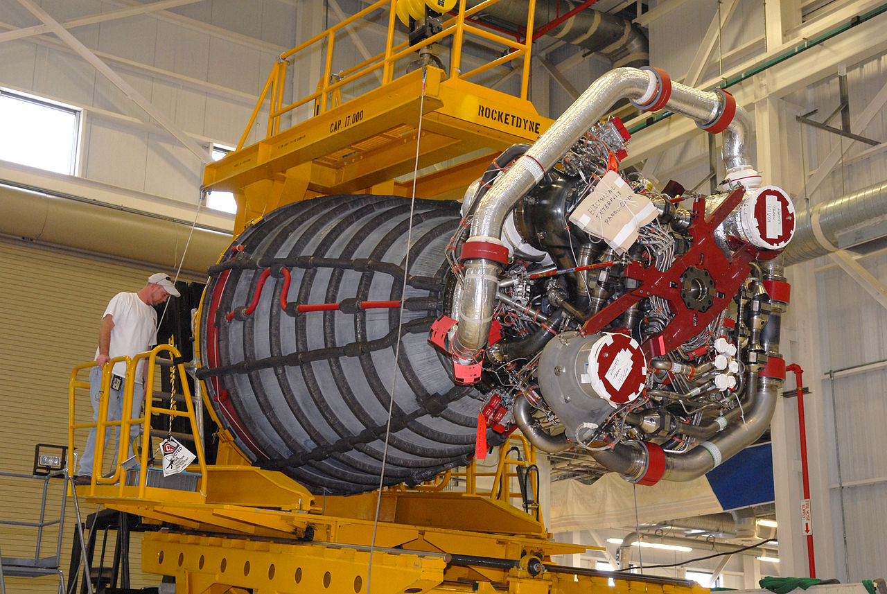 File:Space Shuttle main engine with transporter.jpg ...