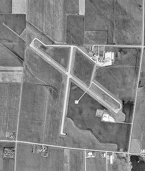 Spencer Municipal Airport-IA-10Apr1991-USGS.jpg