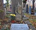 Střešovický hřbitov - hrob Zdeňka V. Tobolky.jpg