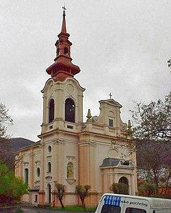 Střekov kostel Nejsvětější Trojice.JPG