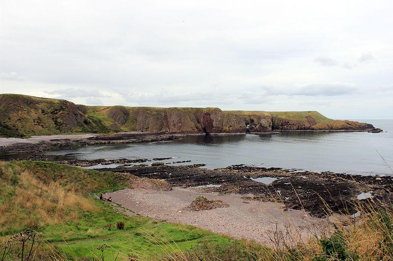 File:Stonehaven Coastline 5.JPG