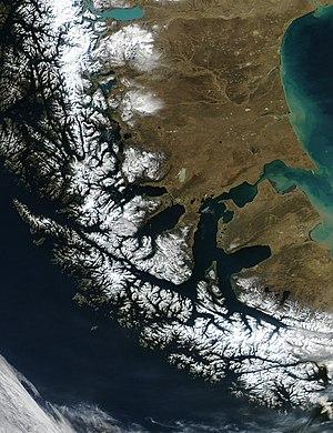 Satellitenaufnahme der Südspitze Südamerikas mit der Magellanstraße