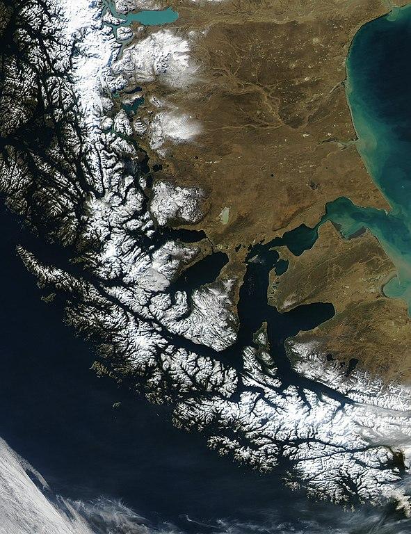 Imagen de satélite del estrecho de Magallanes.