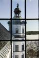 Sydöstra tornet genom fönstret i sydvästra tornet. Exteriör - Skoklosters slott - 87212.tif