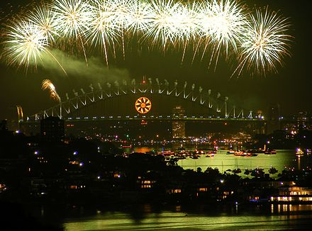 The opening sequence to the 2008-09 Midnight Fireworks, using the Sun for its bridge effect. Sydney new years 2008-9.JPG