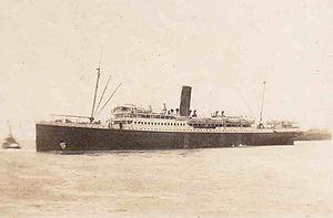 TSS Katoomba leaving Fremantle - 1926.jpg