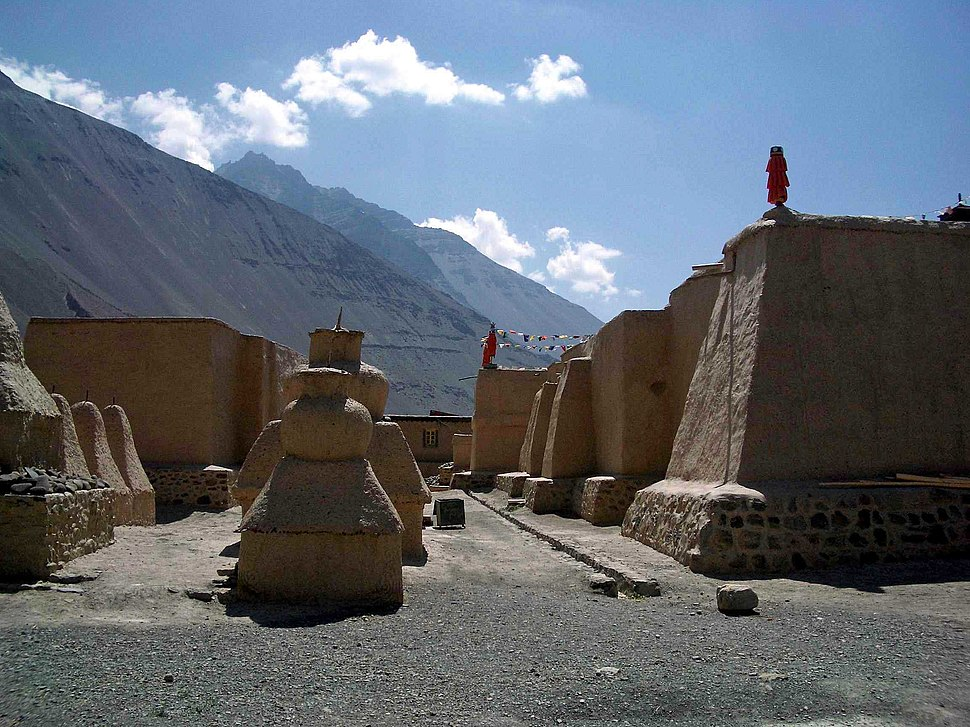 Tabo Gompa - old walls and chortens