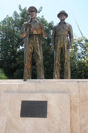 Tacloban - Statue of Gen. Douglas MacArthur and President Sergio Osmeña