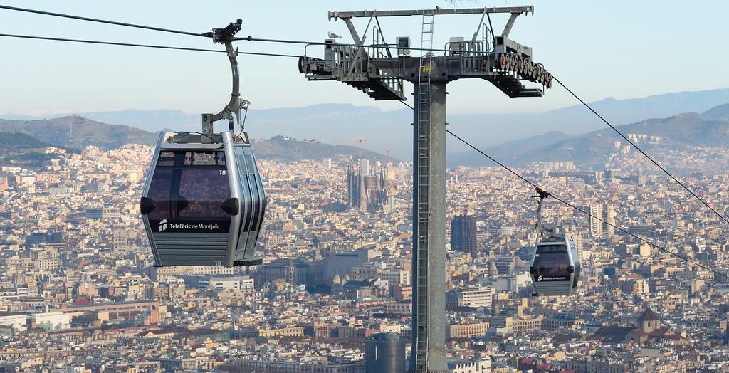 Téléphérique de Montjuic au dessus de Barcelone. Photo de Tim Adams.
