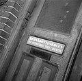 Toegangsdeur met naambord van de school, Bestanddeelnr 252-8953.jpg
