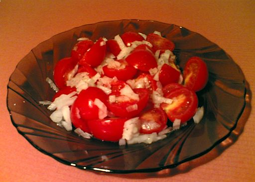 Tomato salad with onion