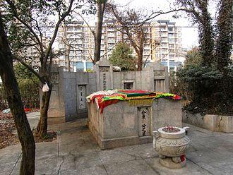 Liu Zhi (scholar) - Image: Tomb of Liu Zhi 04 2012 01