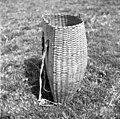 Trat?n koš (brez pokrova), višina 53 cm, širina zadaj 43 cm, premer 23 cm, pri Rovtarju, Vojsko 1959.jpg