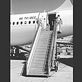 Turkey Sabihagokcen Airport Airplane Havalimanı Blackwhitephotography Blackwhite (120817869).jpeg
