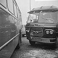 Twee bussen botsen op de Gooiseweg, overzicht van de ravage, Bestanddeelnr 917-0820.jpg