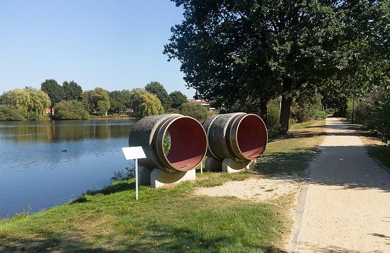 File:Twist, sculptuur Nord Stream Doppelpipeline foto9 2016-09-25 14.13.jpg