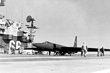 Un día como hoy... 220px-USS_America_(CV-66)_with_a_U-2