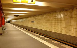Stadtmitte (Berlin U-Bahn) - Platform of the U2