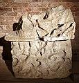 Urna in alabastro con aiace che regge achille morente, da sarteano, 210-150 ac ca.jpg