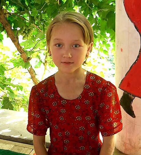 Uyghur girl in Turpan, Xinjiang, China - 20050712