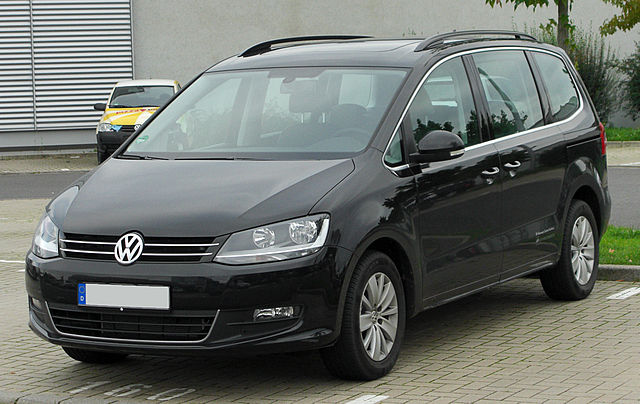 VW Sharan II 2.0 TDI BlueMotion Technology Comfortline front 20101002