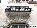 Vichy - Rue Saint-Dominique, balcon et moulure au numéro 10.jpg