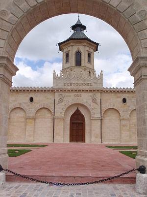 Château Cos d'Estournel - Image: Vinbieno Château Cos d'Estournel 04