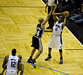Vince Carter defended by Richard Jefferson.jpg