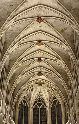 Structure - Gothic quadripartite cross-ribbed vaults of the Saint-Séverin church in Paris