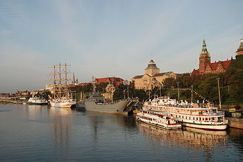 Polski: Nabrzeże Kapitańskie przy Wałach Chrobrego