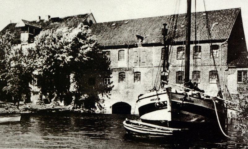 File:Wedeler Au mit Wassermühle 1900.jpg
